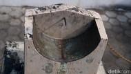 Potret Jam Bancet di Masjid Bantul Sebagai Penanda Salat
