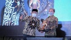 Ridwan Kamil Pamer Batik Iron Man, Terjual 2.500 Potong Pascaviral