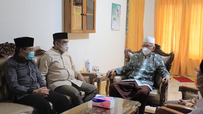 Sekjen Gerindra Ahmad Muzani (kiri) bertemu dengan Rais Aam PBNU Miftakhul Akhyar (kanan)/Dok Gerindra