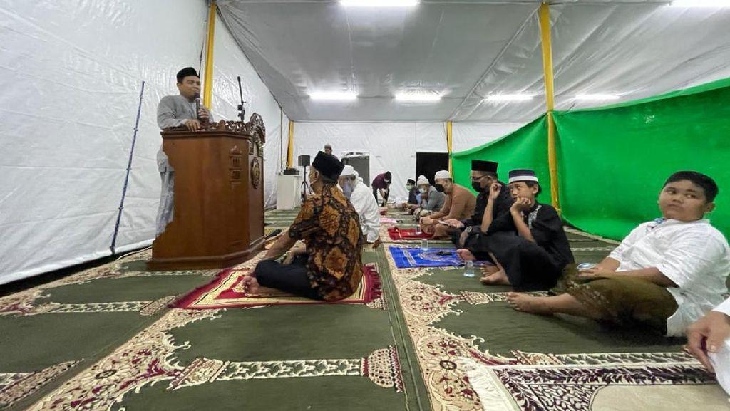 Melihat Tenda Masjid At-Tabayyun di Kompleks TVM Jakbar