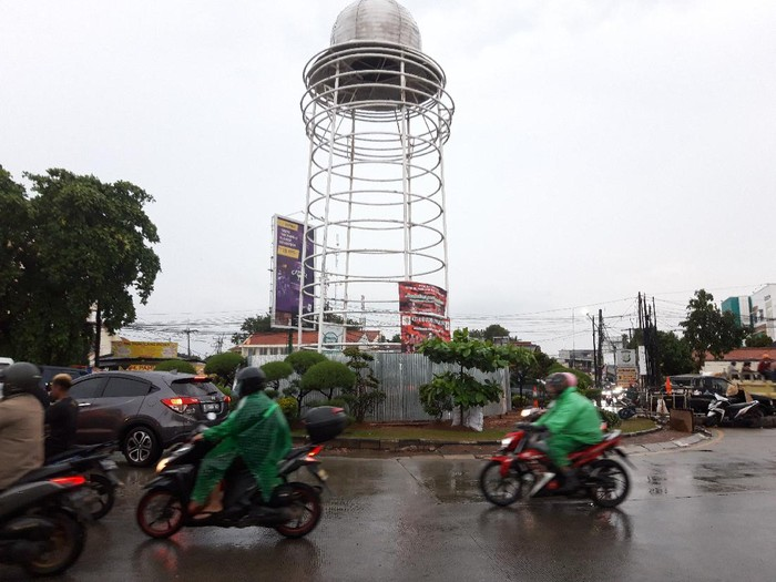 Tugu di Pamulang yang viral ditutupi seng (Rakha-detikcom)