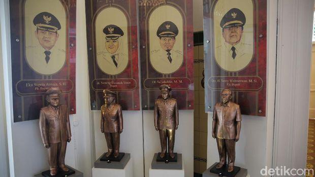 Warga mengunjungi Museum Bekasi di Tambun, Kabupaten Bekasi, Jawa Barat, Rabu (14/4/2021).