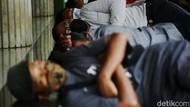 Aksi Tidur Berjamaah di Masjid saat Ramadhan