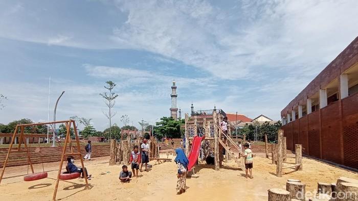 Alun-alun kejaksan jadi tempat favorit ngabuburt warga Cirebon