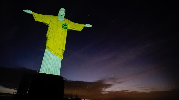 RIO DE JANEIRO, BRAZIL - APRIL 14: View of the statue of Christ the Redeemer illuminated with the projection of the word respect on April 14, 2021 in Rio de Janeiro, Brazil. The projections are a tribute by the Brazilian Olympic Committee to mark 100 days until the Tokyo Olympic Games 2021 and to remind everyone of how sports can inspire in the fight against COVID-19. In addition to the colors of the Brazilian delegations uniform, background images of pools, tatami mats and courts will be projected. (Photo by Wagner Meier/Getty Images)