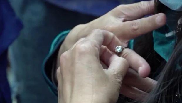 Cincin berlian dipotong karena kekecilan