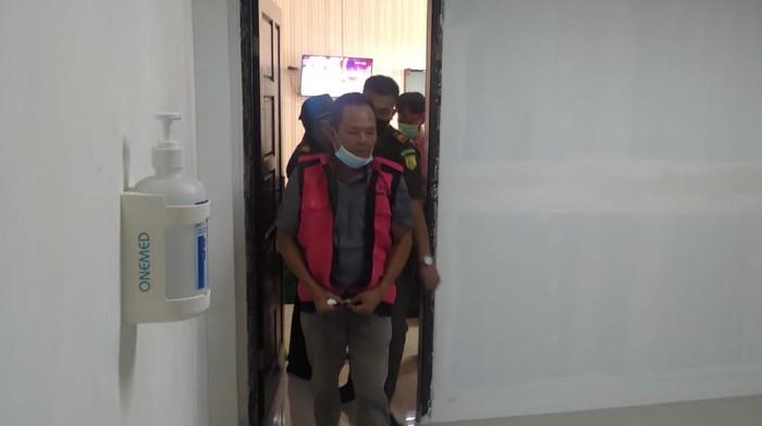 eks kades di Sumatera Selatan ditahan usai terlibat pungli pembuatan sertifikat tanah (Dok Kejari Sumsel)