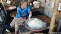 Proses Pembuatan Jemunak, Cemilan yang Hanya Ada di Bulan Ramadan