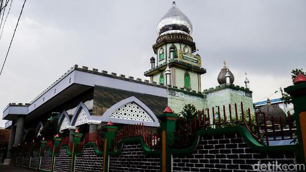 Masjid Baiturrokhmah yang berdiri sejak tahun 1938 menjadi salah satu masjid bersejarah yang ada di Kota Cimahi, Jawa Barat.