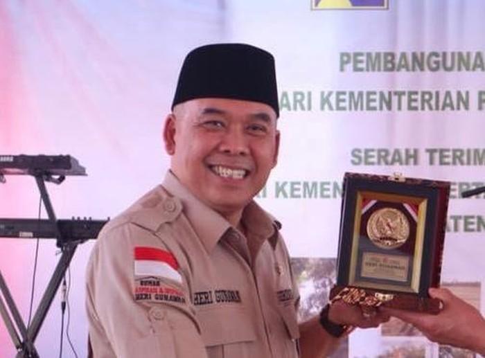 Anggota Komisi XI DPR dari Fraksi Gerindra Heri Gunawan berharap program Bantuan Sosial Tunai (BST) diperpanjang.