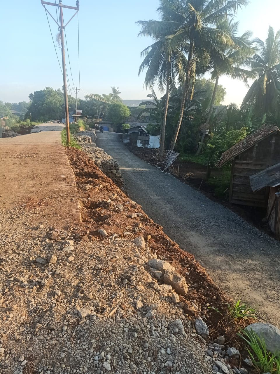 Jalan alternatif yang dibangun Pemkab di dekat Jl Tanjung Burung Teluknaga yang longsor. (Dok Dinas Bina Marga SDA Kab Tangerang)