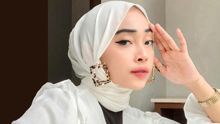 TikTok termasuk salah satu platform populer. Kalau kamu salah satu yang aktif main TikTok, ini tips dari top kreator @hundji agar video kamu masuk FYP (for your page).
