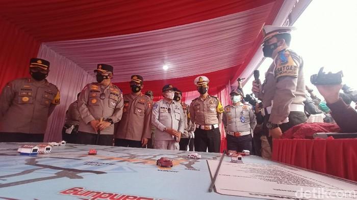 Kakorlantas mengecek kesiapan pos penyekatan di jalur selatan Jabar