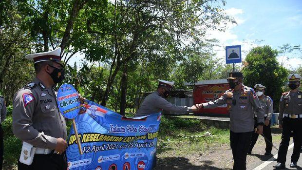 Kakorlantas Polri Irjen Istiono cek kesiapan penyekatan pemudik di jalur pantai selatan Jawa