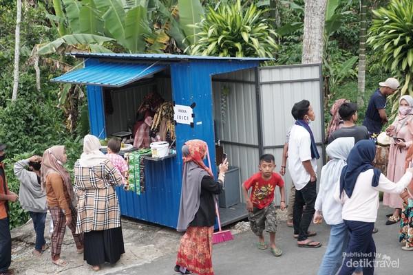 Salah satu booth yang menjual minuman