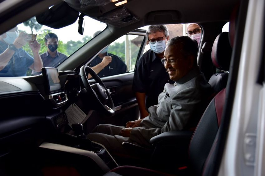 Mahathir Mohamad Terima Kembaran Daihatsu Rocky