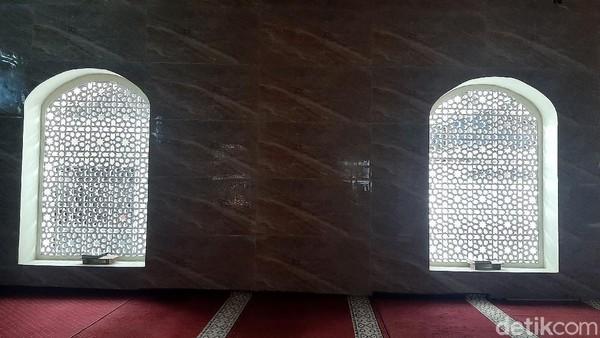 Nama masjid ini diketahui diambil dari nama pendiri masjid yakni Tubagus Mustafa Bakri.