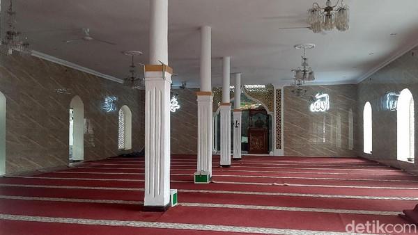 Ketua Dewan Kemakmuran Masjid (DKM) Al Mustafa, Ahmad Kusnadi mengatakan dalam sejarahnya masjid ini dulunya merupakan bagian dari pesantren yang juga didirikan Tubagus Mustafa Bakri dan Raden Dita Manggala. Setelah kedua ulama tersebut meninggal, penyebaran Islam kemudian diteruskan oleh para santrinya.