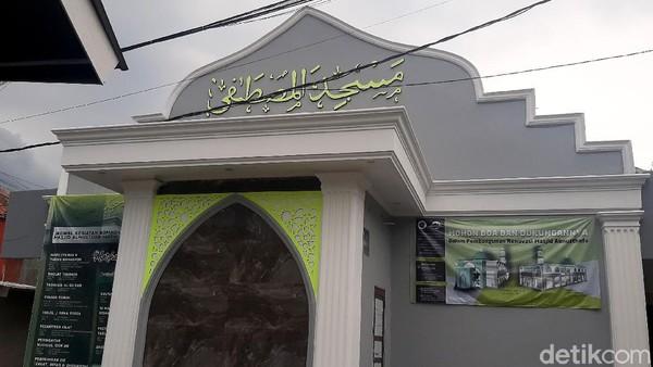 Masjid Al Mustofa merupakan masjid tertua di Kota Bogor yang dibangun oleh dua ulama asal Banten dan Cirebon, Tubagus Mustafa Al Bakri dan Raden Dita Manggala pada 2 Ramadhan 708 H.
