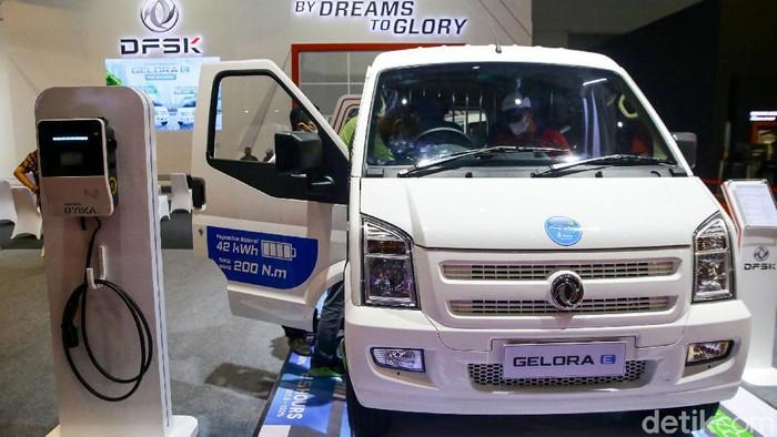 Mobil listrik DFSK Gelora E dipamerkan di Indonesia International Motor Show (IIMS) Hybrid 2021. Harga mobil listrik itu ditawarkan mulai dari Rp 480 juta.