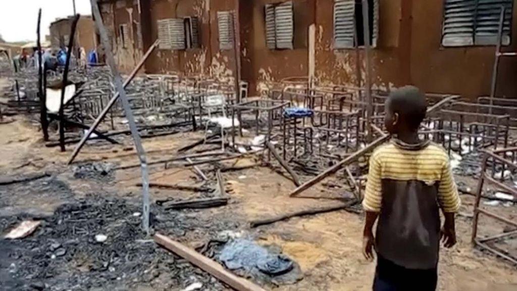 Kasihan! 20 Siswa Tewas Dalam Kebakaran Sekolah di Niger