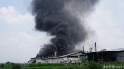 Pabrik Tepung di Mojokerto Terbakar, Diduga Karena Mesin Oven Meledak