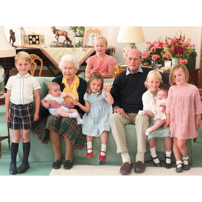 Pangeran Philip dan Ratu Elizabeth II Bersama Cicit