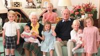 Baru Diekspos, Foto Momen Manis Pangeran Philip Bersama 7 Cicit