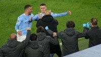 Peluk Phil Foden, Guardiola: Tembakan Bagus, Terima Kasih