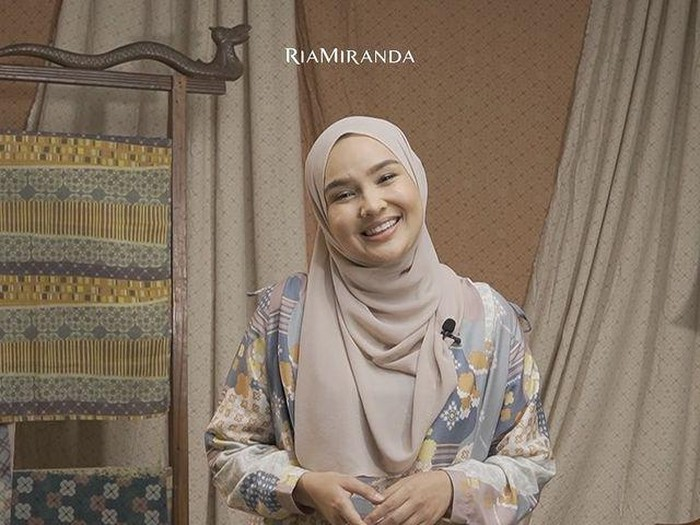 Ria Miranda meggelar acara virtual launching RiaMiranda Danastri Raya Collection 2021.