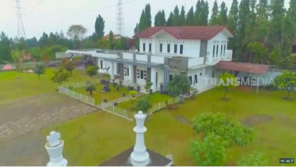 10 Potret Rumah Pecatur Irene Sukandar, Luasnya Kayak Lapangan Bola