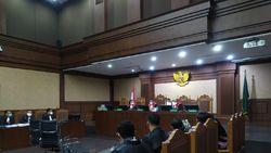Edhy Prabowo Jalani Sidang Dakwaan Kasus Suap Ekspor Benur