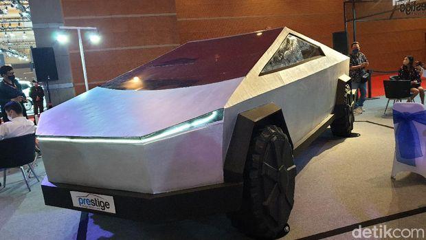 Tesla Cybertruck dalam versi Dummy di IIMS 2021