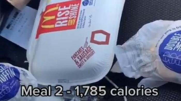 TikToker Coba Makan 10.000 Kalori Sehari, Ini Menu Santapannya