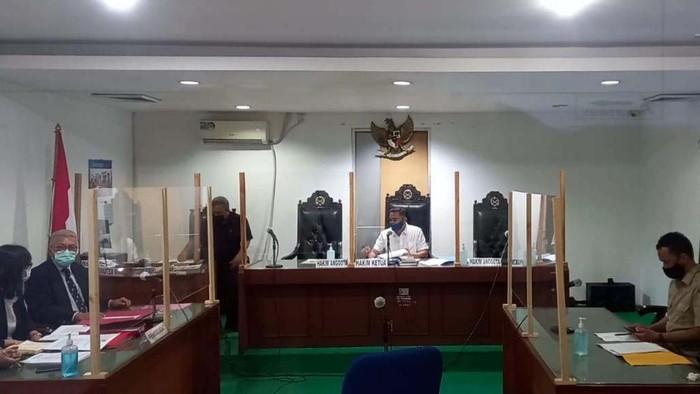 Warga Perumahan Taman Villa Meruya (TVM) menggugat pemprov DKI Jakarta. Gugatan itu terkait Surat Keputusan Gubernur DKI Jakarta Nomor 1021 Tahun 2020.