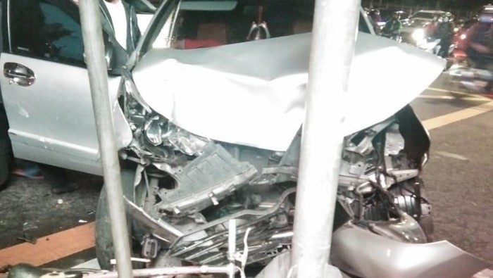 Ambulans tabrak mobil di Jakpus