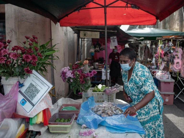 Demi Biayai Kuliah Cucu, Nenek Ini Tempuh 6 Jam Perjalanan Untuk Jualan Ikan Asin