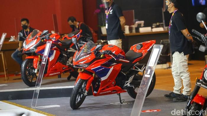 PT Astra Honda Motor (AHM) juga tidak mau kalah menampilkan deretan motor teranyar di IIMS Hybrid 2021. Penasaran?