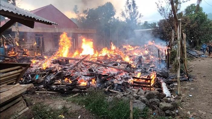 Empat rumah warga di Nyalindung Sukabumi ludes terbakar