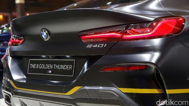 Ajang Indonesia International Motor Show (IIMS) Hybrid 2021 telah dimulai. BMW turut memperkenalkan BMW 840i Gran Coupe Golden Thunder Edition, yang hanya tersedia 1 unit untuk Indonesia.
