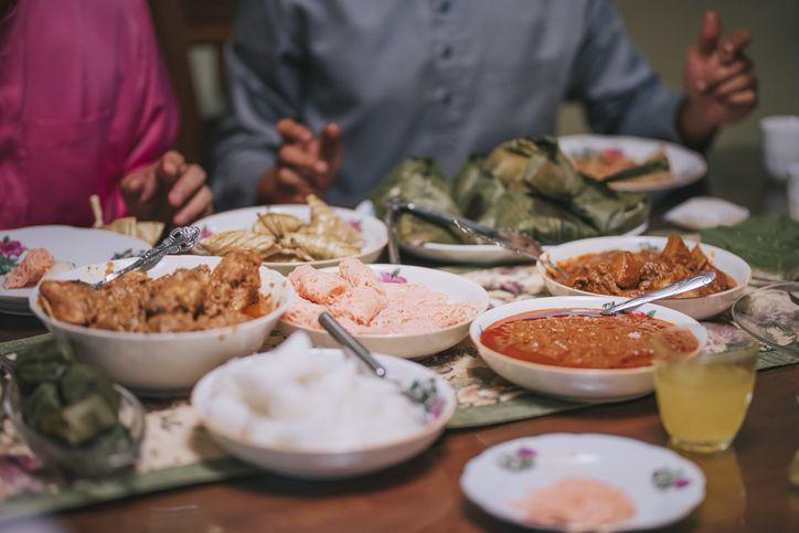 Hukum Mencicipi Makanan Saat Memasak Hidangan untuk Buka Puasa