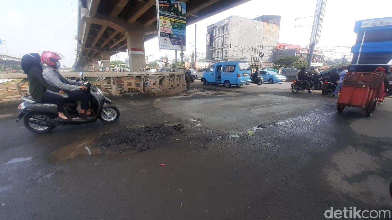 Jembatan Kincan, Jl KH Noer Ali, Bintara Jaya, Bekasi, 16 April 2021. (Afzal Nur Iman/detikcom)