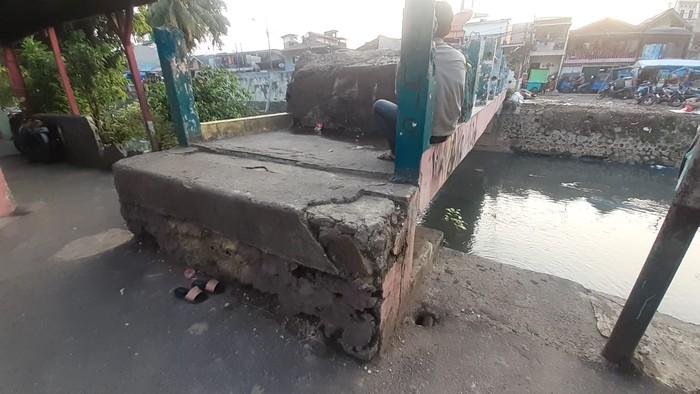 Jembatan Kota Paris Johar Baru Jakarta Pusat jadi area tawuran.