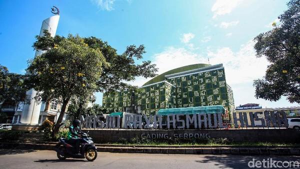 Masjid Asmaul Husna berada di kawasan Gading Serpong, Kelapa Dua, Tangerang, Banten.