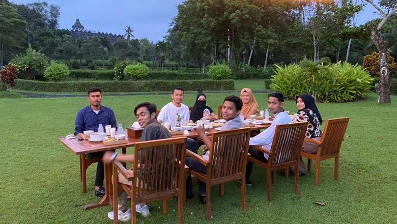 Paket wisata Borobudur Sore dari Restoran Manohara