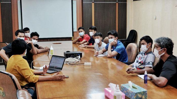 Pelatnas PBSI Cipayung memanggil atlet-atlet putra untuk konsultasi pemenuhan gizi, Jumat (16/4/2021). Dua dokter spesialis gizi yang memberikan materinya.