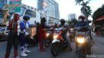 Power Ranger hingga Spiderman Bagi-bagi Takjil di Solo