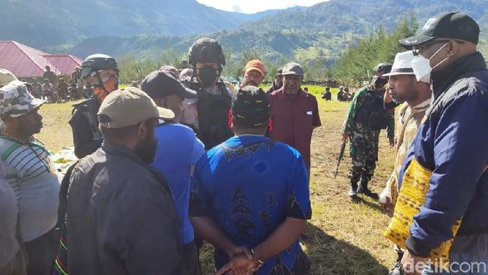 Proses evakuasi pelajar yang ditembak KKB Papua
