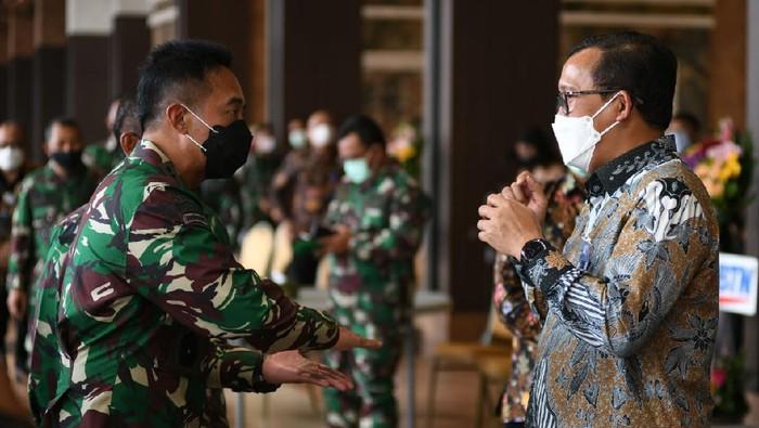 Guna memenuhi kebutuhan rumah untuk para prajurit TNI AD, BTN siap membiayai 10.000 unit rumah setiap tahunnya dengan skema yang lebih mudah dan murah.