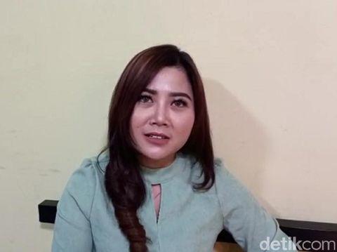 Yeni Amaliya (27) wanita Brebes yang mengucapkan ultah ke pacar di baliho